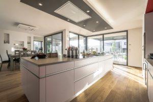 le parquet nouvelle tendance pour vos cuisines meubles finel lessay 50. Black Bedroom Furniture Sets. Home Design Ideas